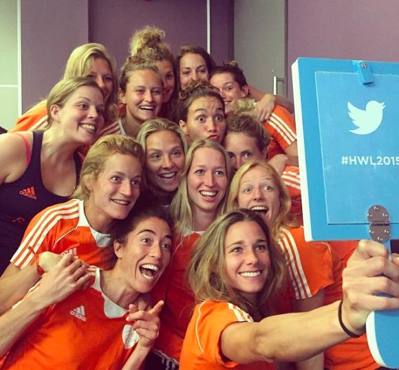 Oranjevrouwen op social media: #kellymoetopinstagram! - Hockey.nl