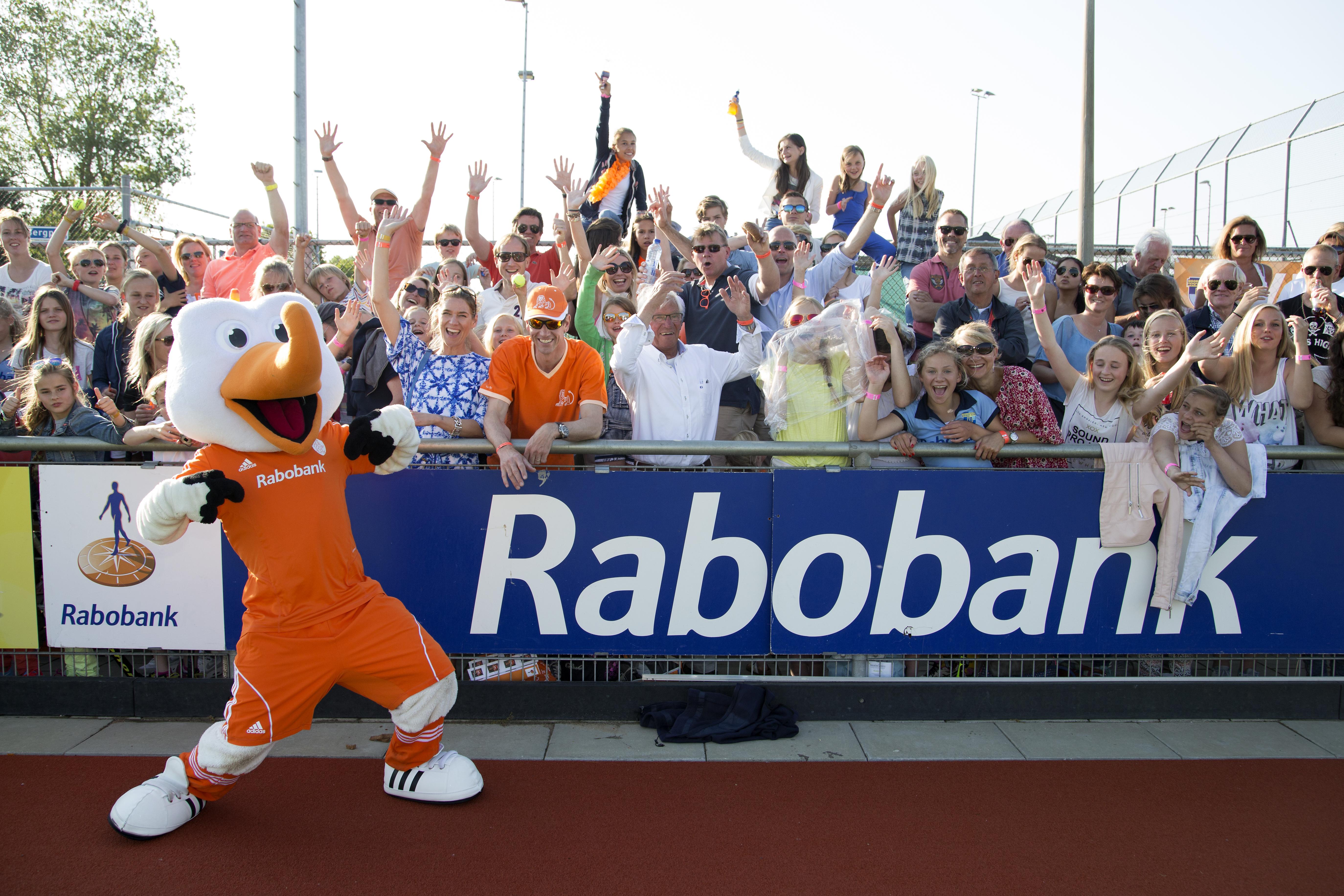 NOORDWIJK - Interland Nederland - Nieuw Zeeland Dames, RaboSuperSerie, Seizoen 2014-2015, 11-06-2015, Nederland - Nieuw Zeeland 3-1, reclamebord rabobank.