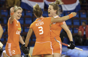 MINSK EuroHockey Indoor Championship (Women) Nederland v Polen foto: Lieke Hulsen scores the first goal. Cel;ebration with Lisanne de Lange (L) and Vera Vorstenbosch (C) (R) FFU PRESS AGENCY COPYRIGHT FRANK UIJLENBROEK