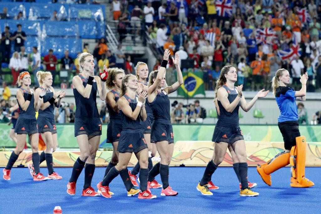RIO DE JANEIRO - Teleurstelling bij Oranje na de finale tussen de dames van Nederland en Groot-Brittannie (3-3) in het Olympic Hockey Center tijdens de Olympische Spelen in Rio. GB wint na shoot outs ANP KOEN SUYK