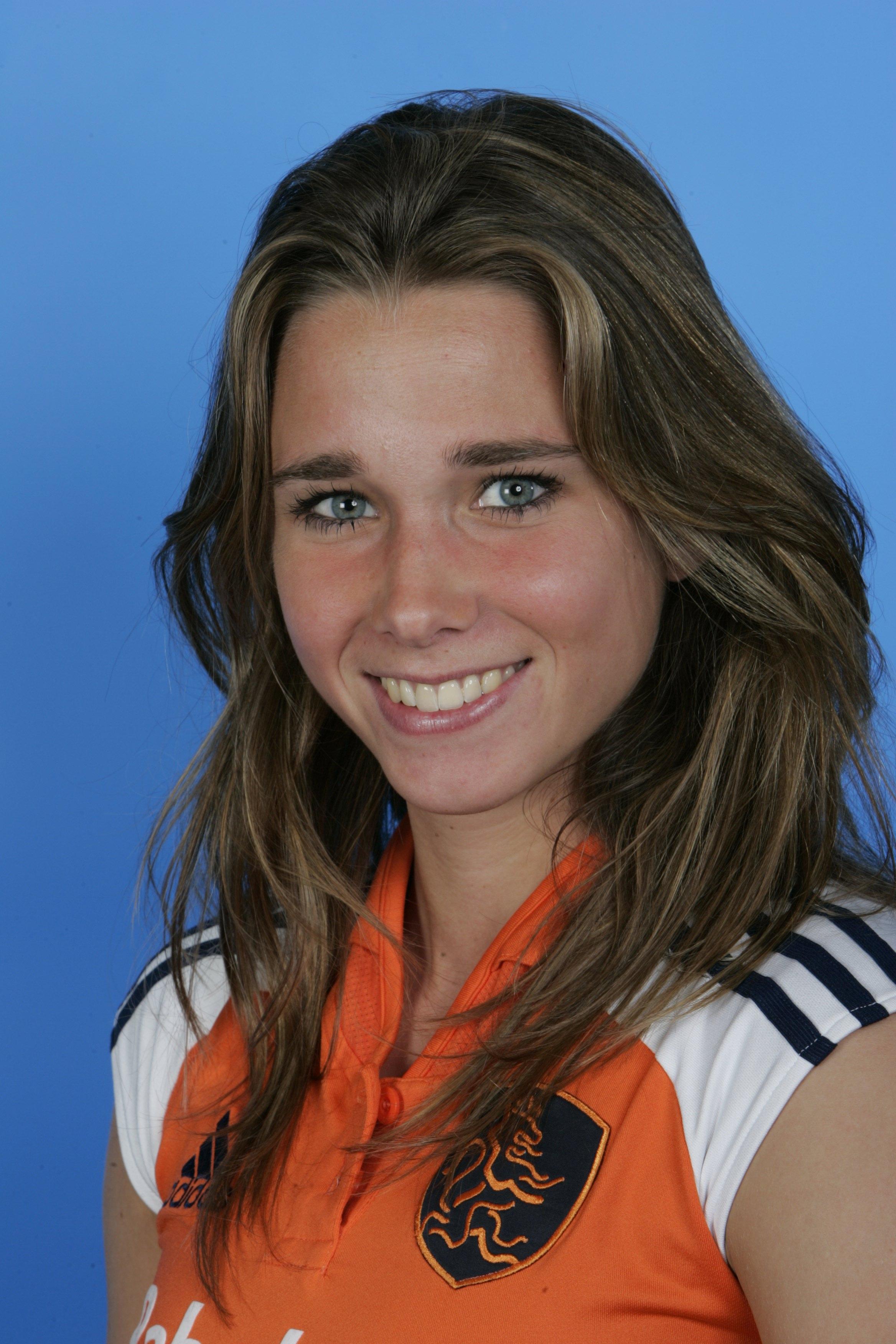080407, Portretfoto Nederlands elftal dames. Ellen Hoog.
