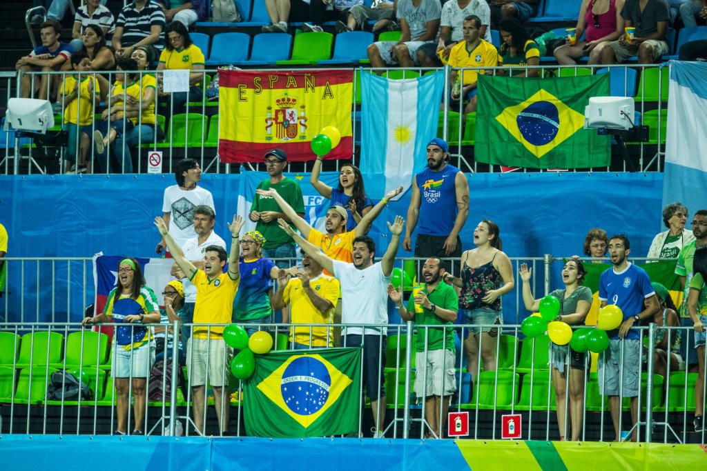 RIO DE JANEIRO (Brazilië) - Braziliaans hockeypubliek tijdens de poulewedstrijd hockey heren Spanje-Brazilie tijdens de Olympische Spelen . COPYRIGHT KOEN SUYK
