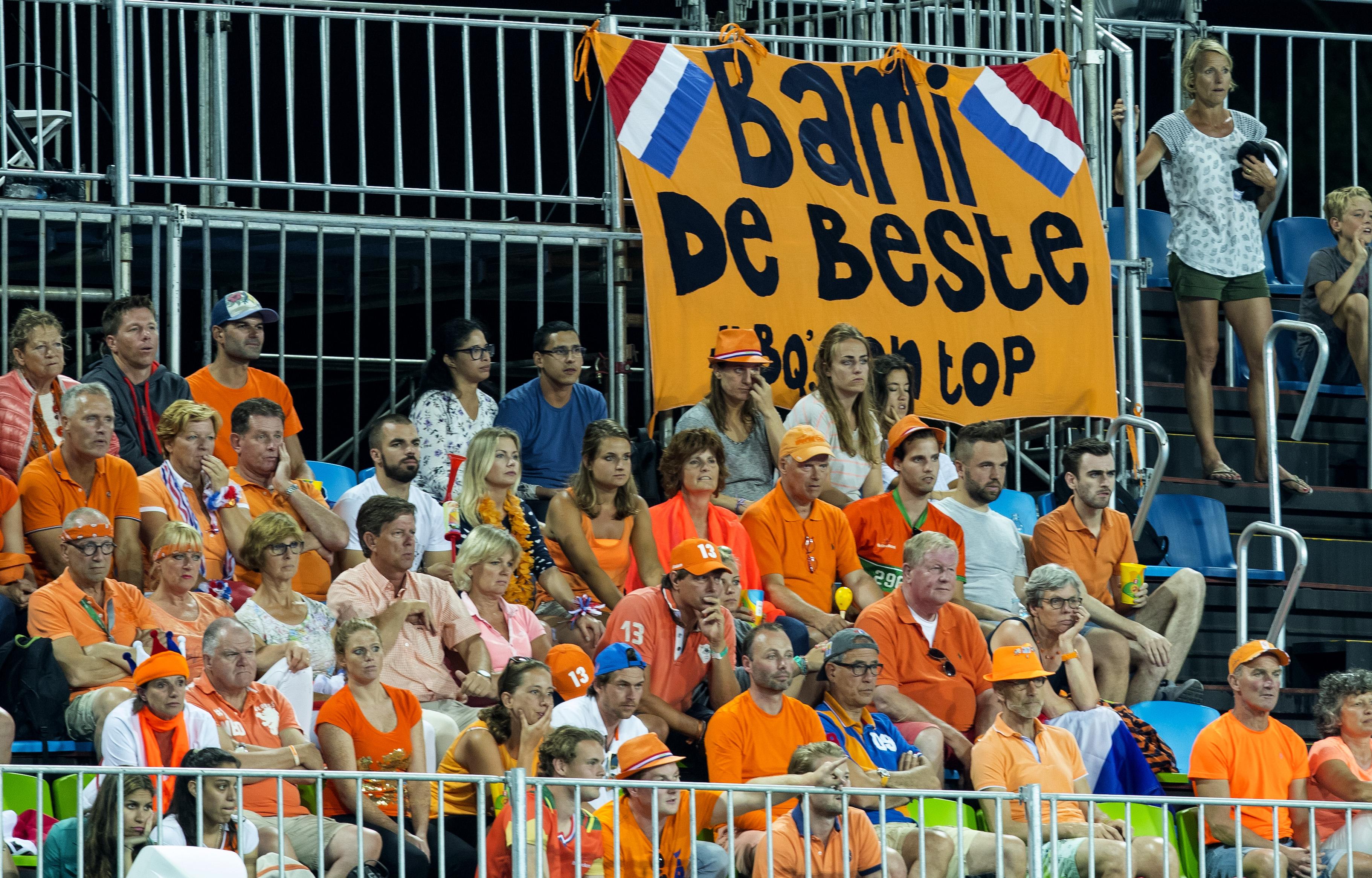 RIO DE JANEIRO (Brazili') - Spandoek voor Naomi van As, Bami de Beste, tijdens de poulewedstrijd hockey dames Nederland-Korea (4-0), tijdens de Olympische Spelen . ANP KOEN SUYK