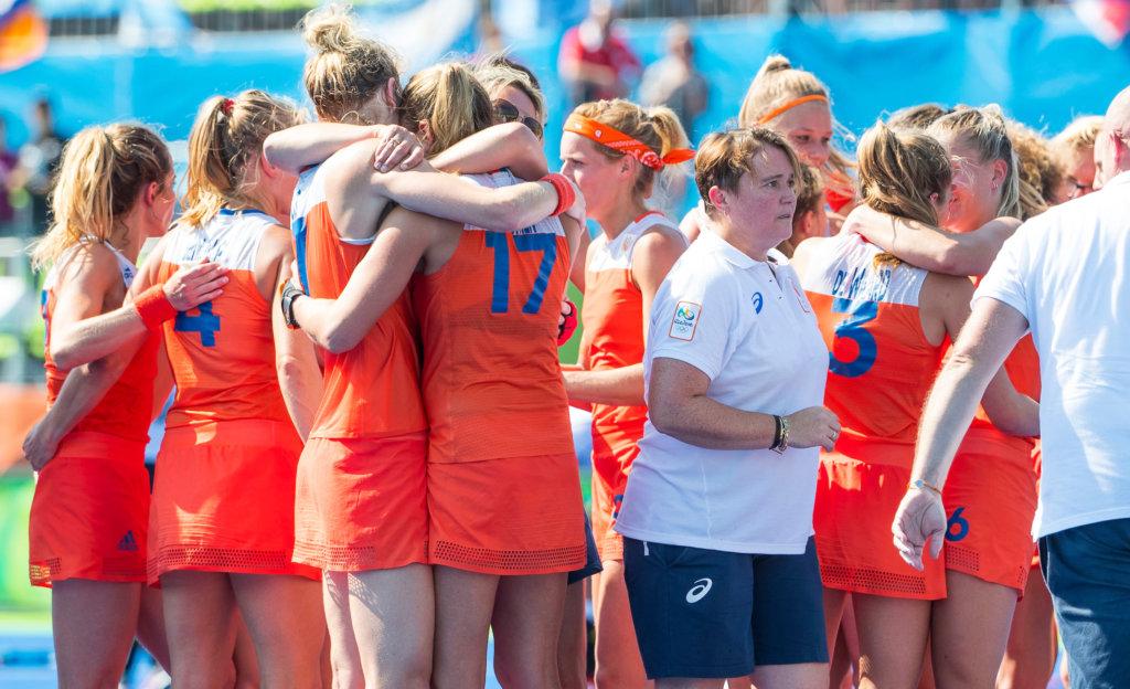 Nederland wint in Rio na shoot outs van Duitsland. Midden bondscoach Alyson Annan. (c) Koen Suyk