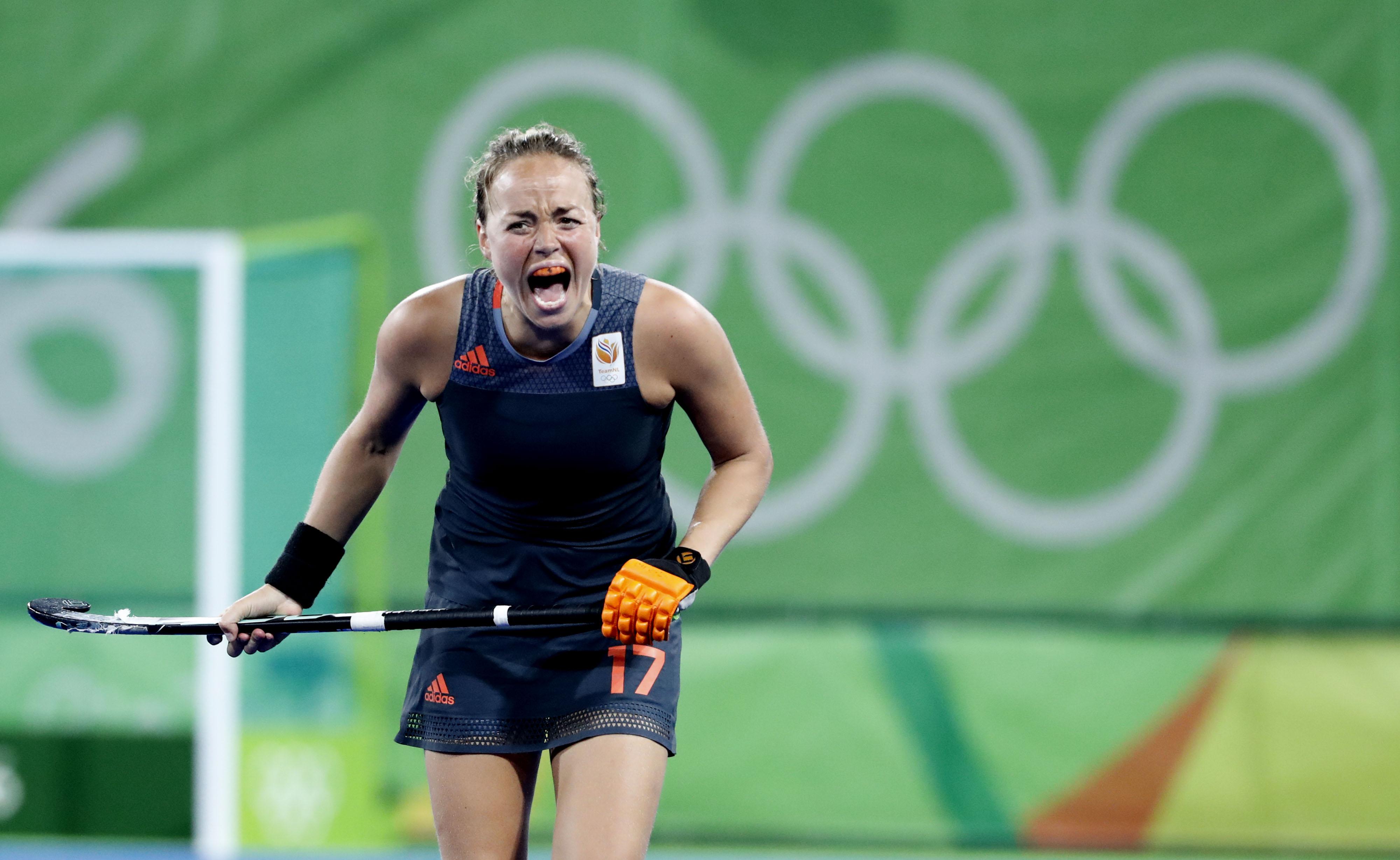 RIO DE JANEIRO - Maartje Paumen (Ned) maakt zich boos, tijdens de finale tussen de dames van Nederland en Groot-Brittannie (3-3) in het Olympic Hockey Center tijdens de Olympische Spelen in Rio. GB wint na shoot outs. COPYRIGHT KOEN SUYK
