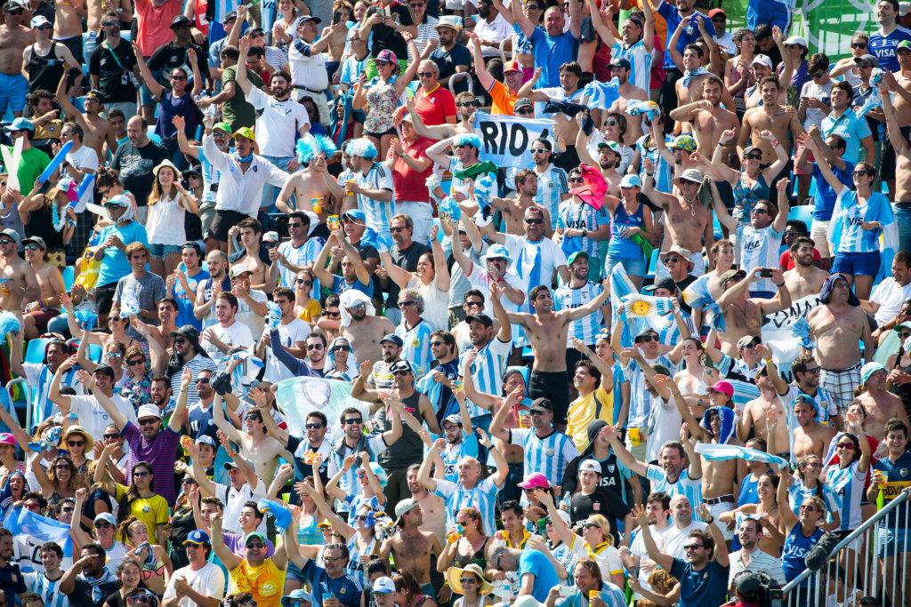 RIO DE JANEIRO - Argentina supporters during the semifinal men Argentina-Germany (5-2). COPYRIGHT KOEN SUYK