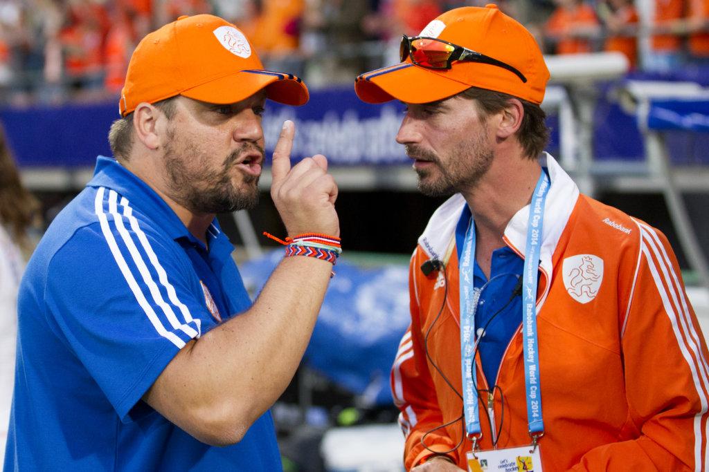 Max Caldas met zijn toenmalige assistent Alexander Cox. Foto: Willem Vernes/KNHB