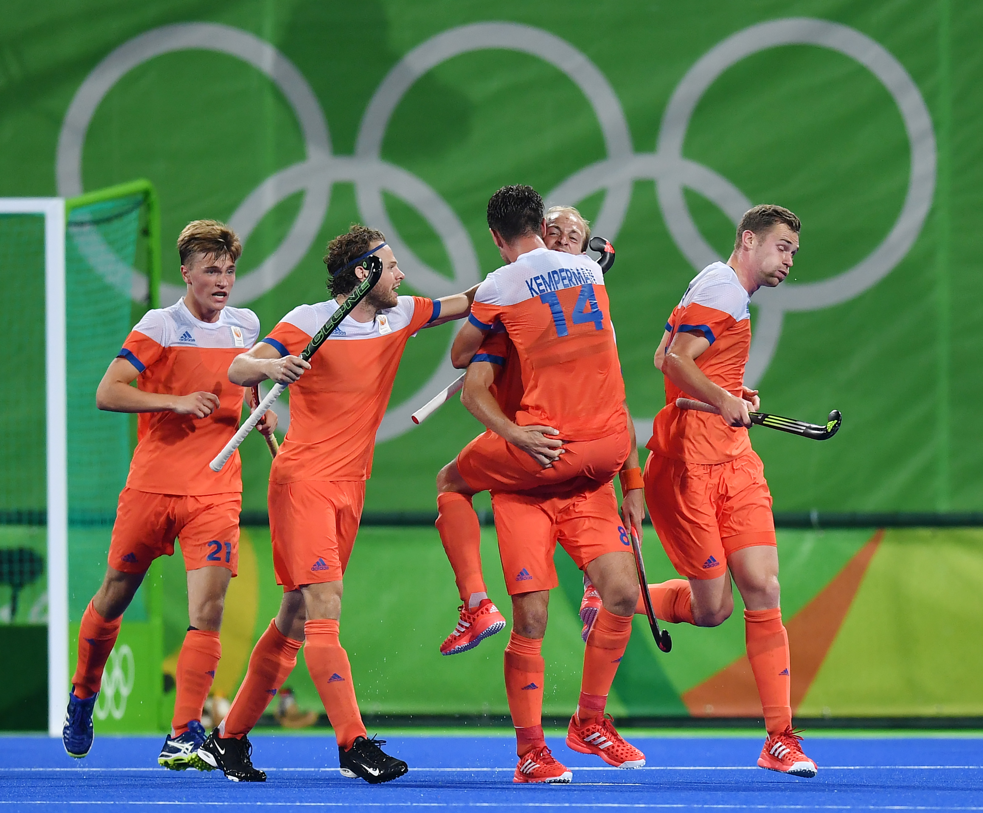 Netherlands' players celebrate their second goal during the men's quarterfinal field hockey Netherlands vs Australia match of the Rio 2016 Olympics Games at the Olympic Hockey Centre in Rio de Janeiro on August 14, 2016. / AFP / MANAN VATSYAYANA (Photo credit should read @MANAN VATSYAYANA/AFP/Getty Images)