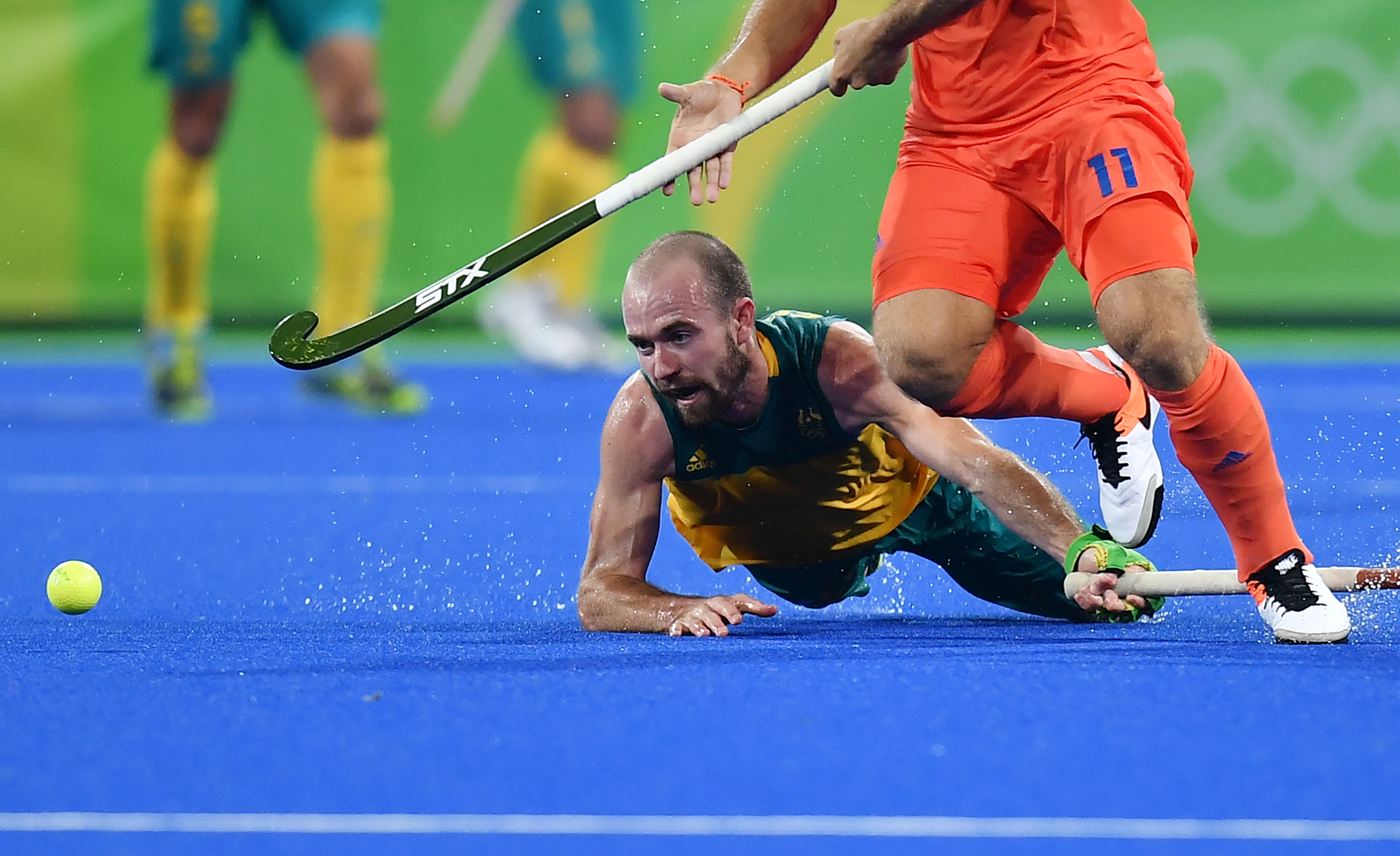 TOPSHOT - Australia's Matthew Swann (L) vies with Netherlands' Jeroen Hertzberger during the men's quarterfinal field hockey Netherlands vs Australia match of the Rio 2016 Olympics Games at the Olympic Hockey Centre in Rio de Janeiro on August 14, 2016. / AFP / MANAN VATSYAYANA (Photo credit should read MANAN VATSYAYANA/AFP/Getty Images)