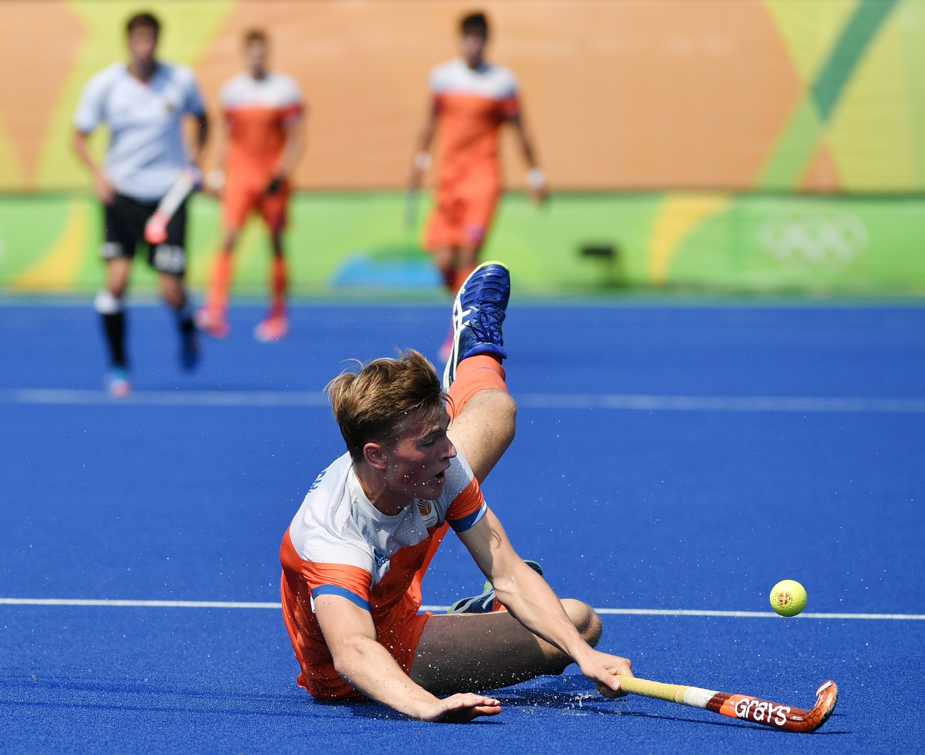 Netherlands' Jorrit Croon falls down during the men's Bronze medal field hockey Netherlands vs Germany match of the Rio 2016 Olympics Games at the Olympic Hockey Centre in Rio de Janeiro on August 18, 2016. / AFP / Pascal GUYOT (Photo credit should read PASCAL GUYOT/AFP/Getty Images)