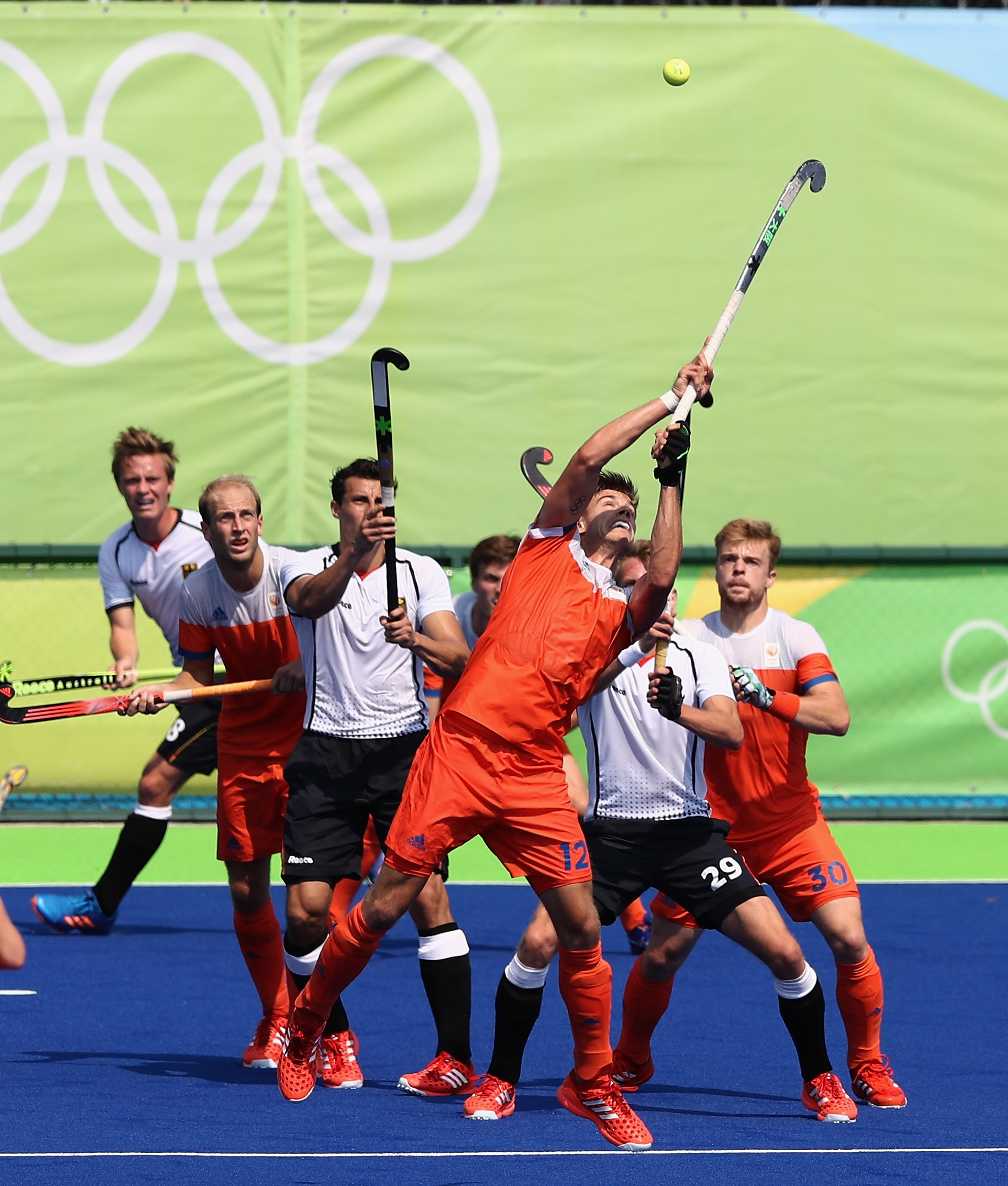 RIO DE JANEIRO, BRAZIL - AUGUST 18: Sander de Wijn of the Netherlands reaches for the ball during the Men's Bronze Medal match between the Netherlands and Germany on Day 13 of the Rio 2016 Olympic Games held at the Olympic Hockey Centre on August 18, 2016 in Rio de Janeiro, Brazil. (Photo by David Rogers/Getty Images)