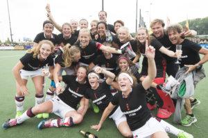 Amsterdam MB1 viert feest na het winnen van de landstitel