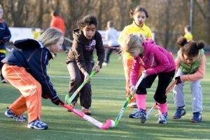 De populariteit van hockey is groot bij kinderen. KNHB/Koen Suyk