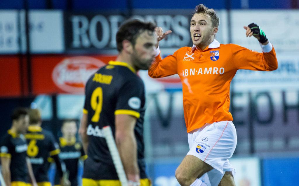 DEN BOSCH - Manu Stockbroekx (Bl'daal) heeft in de laatste minuut de winnende treffer gemaakt tijdens de hoofdklasse hockeywedstrijd tussen de heren van Den Bosch en Bloemendaal (1-2). COPYRIGHT KOEN SUYK
