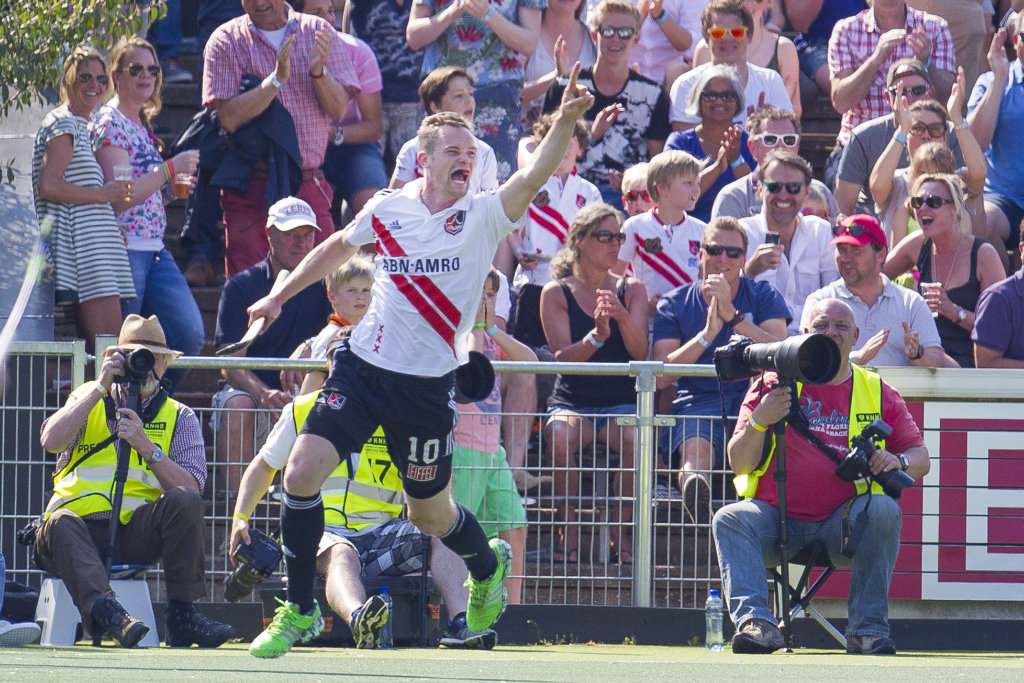 Amsterdam - Amsterdam - Oranje Zwart, Heren, Hoofdklasse Hockey Heren, Seizoen 2015-2016, 07-05-2016, Amsterdam - Oranje Zwart 2-3, Mirco Pruyser scoort de 1-0.