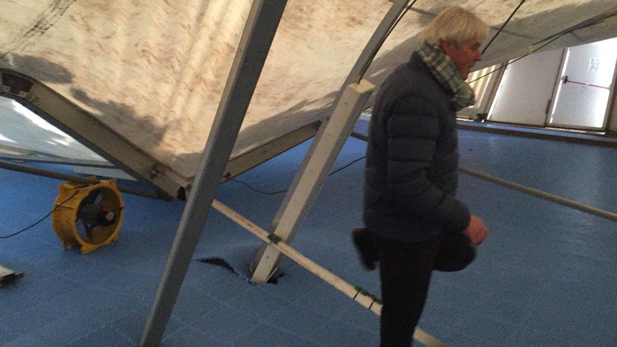 Wageningensche Mixed Hockeyclub - Indoorhal beschadigd door sneeuw 3