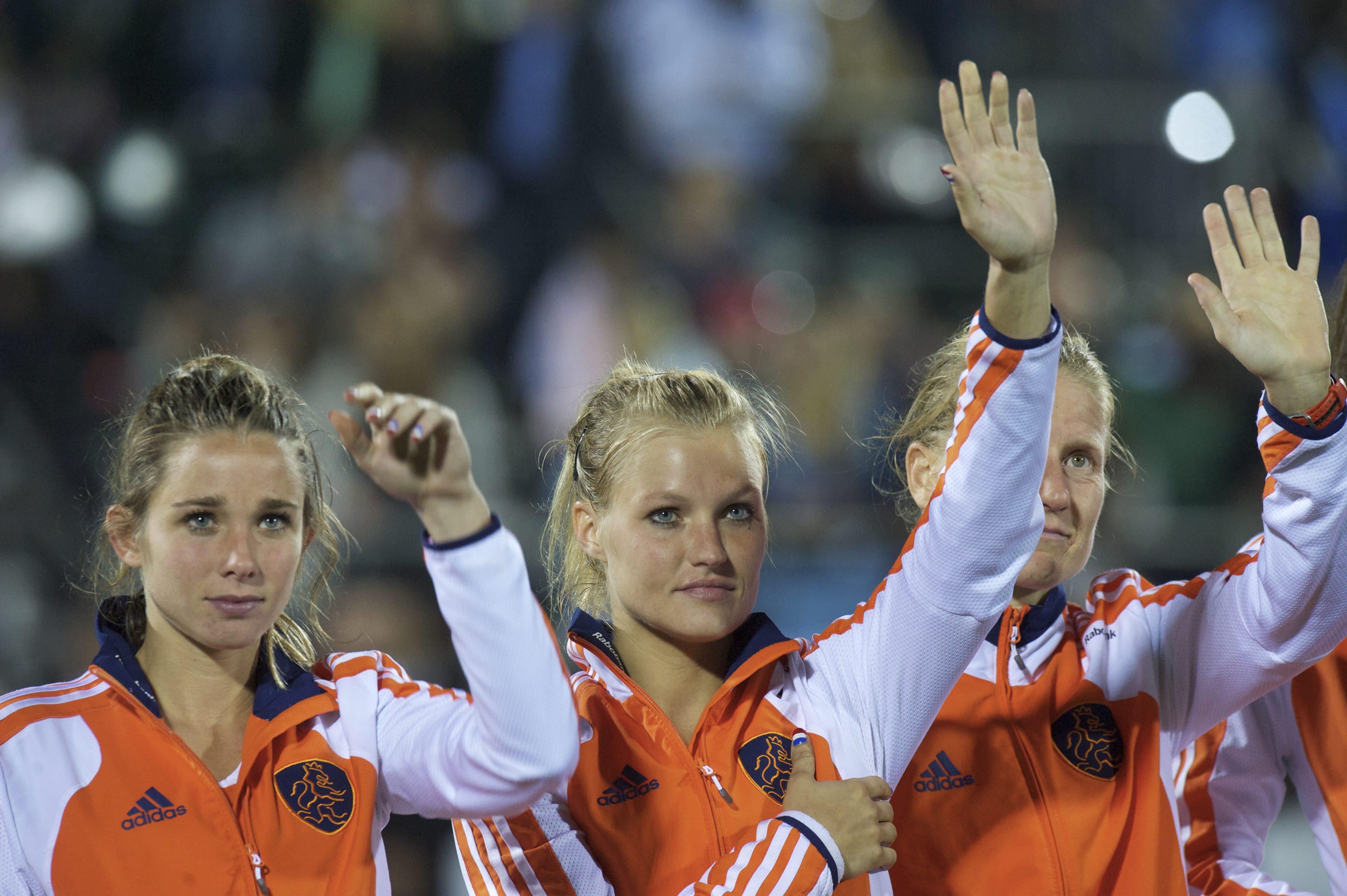 ROSARIO - WORLDCUP HOCKEY WOMAN Wereld kampioenschap hockey dames Final finale Netherlands v Argentina Ellen Hoog, Sophie Polkamp en Janneke Schopman zwaaien naar de Nederlanders op de tribune. FFU PRESS AGENCY COPYRIGHT FRANK UIJLENBROEK