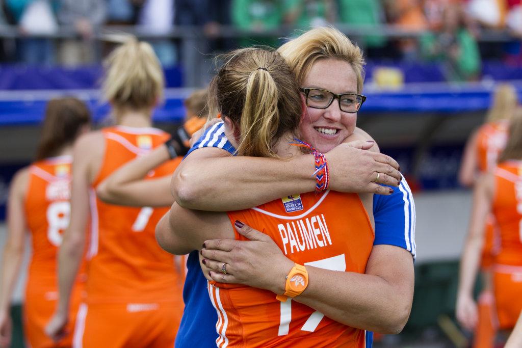 THE HAGUE - Rabobank Hockey World Cup 2014 - 14-06-2014 - WOMEN - FINAL NETHERLANDS - AUSTRALIA 2-0 - Maartje PAUMEN en Conny van Bentum Copyright: Willem Vernes