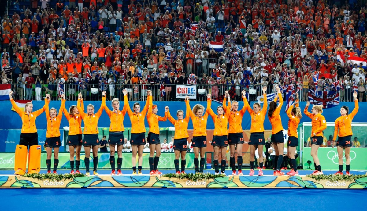 Huldiging oranje dames in holland heineken house   hockey.nl