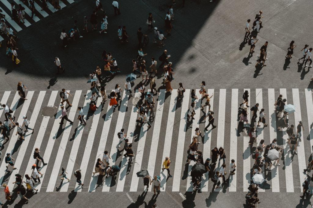 Het drukste kruispunt ter wereld vanaf grootte hoogte - Foto: Anne Veenendaal
