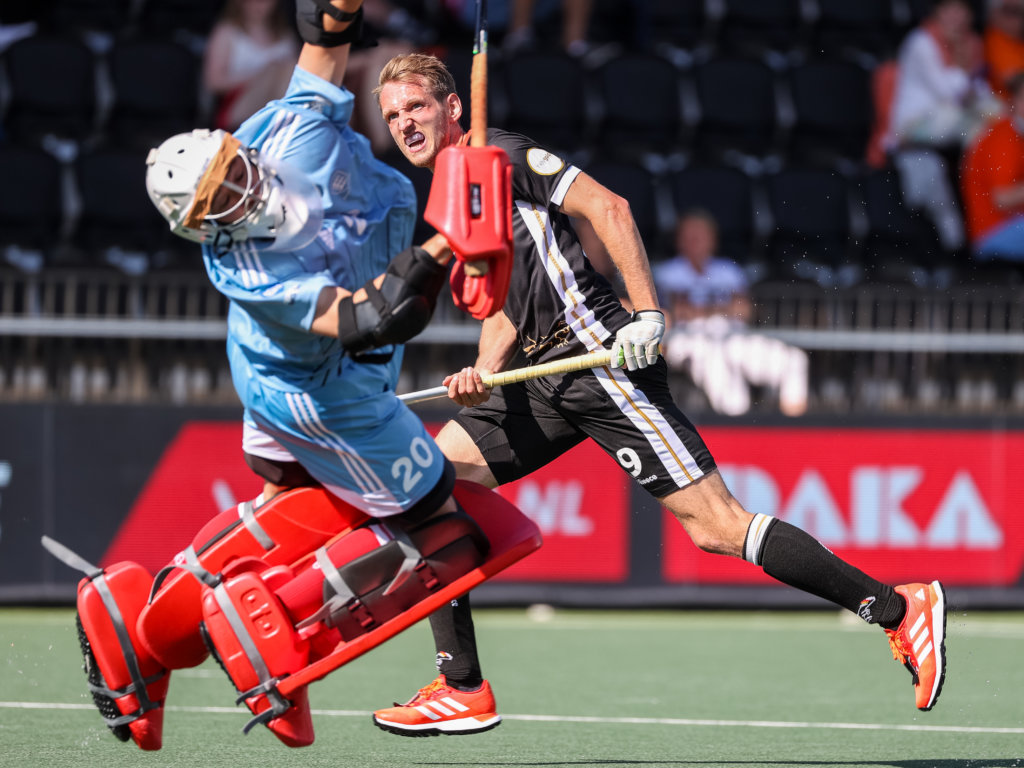 Day 7: Niklas Wellen fantastically scores the 3-1 for Germany by lifting the ball over the English goalkeeper Oliver Payne during the semi-final battle of the European Championship in Amstelveen. Photo: ANP/Koen Suyk