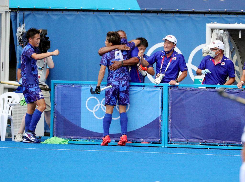 Kenta Tanaka hugs Siegfried Aikman after he makes it 2-1 on Day 4 of the Tokyo Olympics.Photo: FIH/WorldSportPics